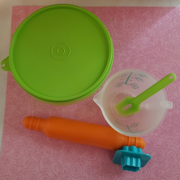 Tupperware Baking Set